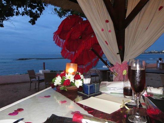Discovery Kartika Plaza Hotel: Magic scenery at night time