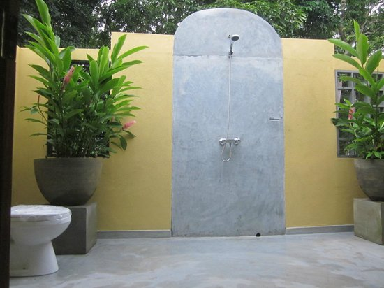 Indika's House & Tours: Out Door Shower