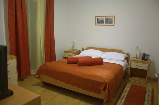 Pervanovo Apartments: Bedroom without attached bathroom