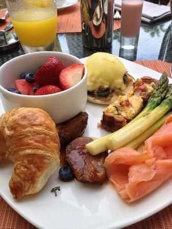 The Ritz-Carlton, Grand Cayman: Breakfast at Seven.