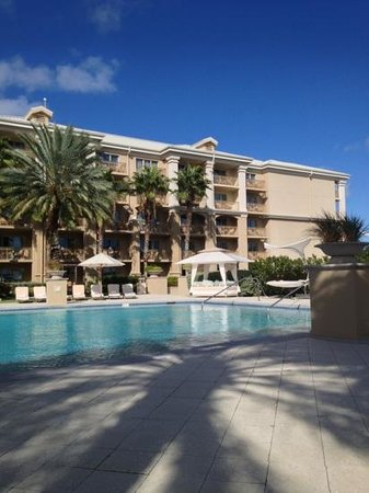 The Ritz-Carlton, Grand Cayman: Try the back pool. Never a crowd.