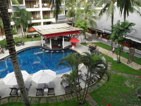 Swissotel Resort Phuket Kamala Beach : Pool bar