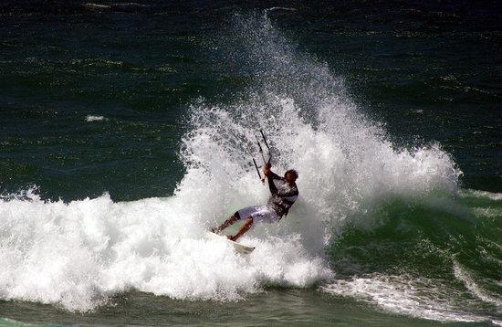 Kitesurf Vietnam: Wave riding