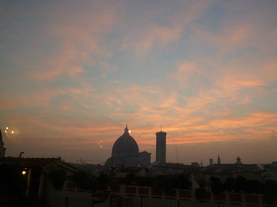Grand Hotel Baglioni Firenze : レストランからの眺め。朝日を浴びるドゥオモ