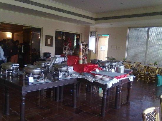 KK Royal Hotel & Convention Center: Restaurant view