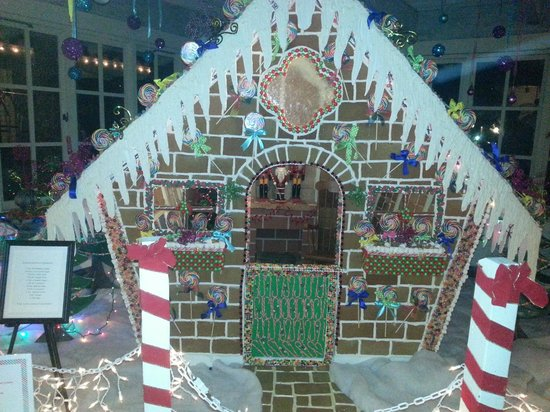 Rancho Bernardo Inn: 4000 Lb Gingerbread House - 3 months in the making.