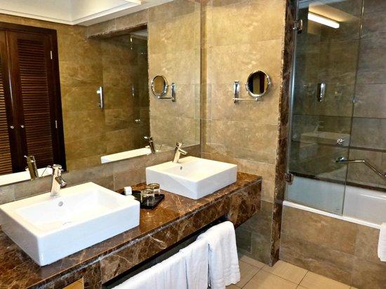 Tr s belle salle de bain avec toilette s par e photo de for Salle de bain belle epoque