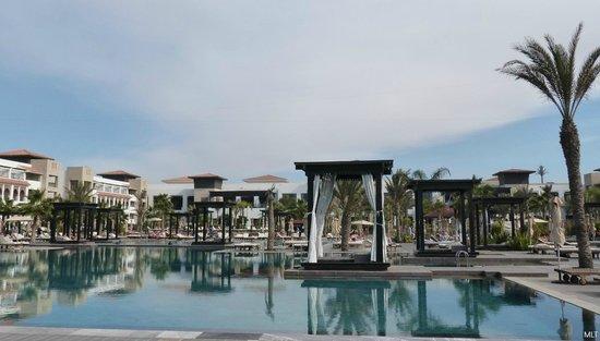 """Hotel Riu Palace Tikida Agadir : Des espaces """"repos"""" très confortables sont aménagés partout dans les jardins."""