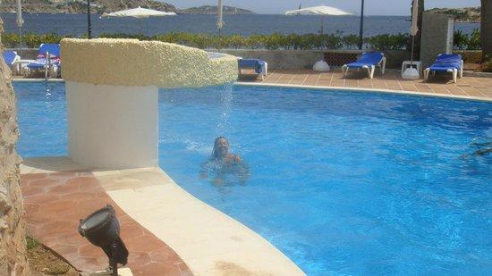 Hotel Torre del Mar : vista de la gran piscina limpia y cuidada