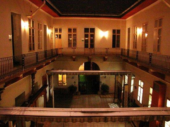 Feher Pava Hotel