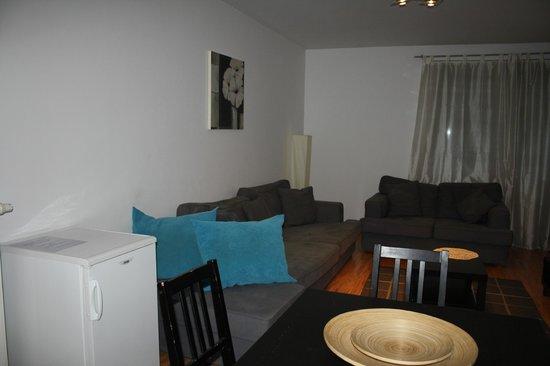 Locust Tree Apartments: Living room and breakfast area