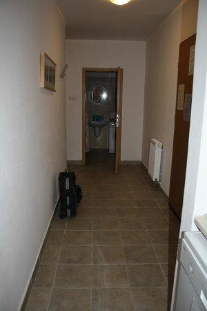 Locust Tree Apartments: Hall