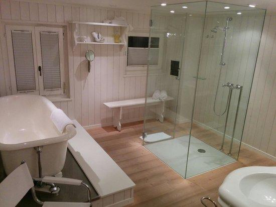 Boutique Hotel Schlüssel: Das Bad mit Dusche