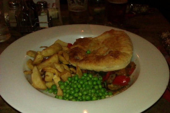 Withy Arms : Vegan vegetable pie, chips and peas