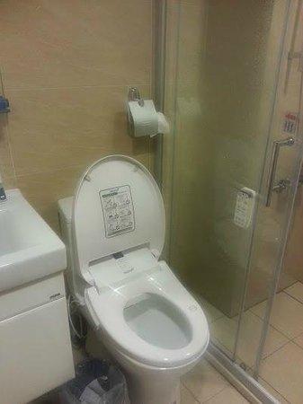 IF Inn: Fancy Toilet