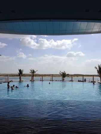 Jumeirah at Etihad Towers: Adult swimming pool