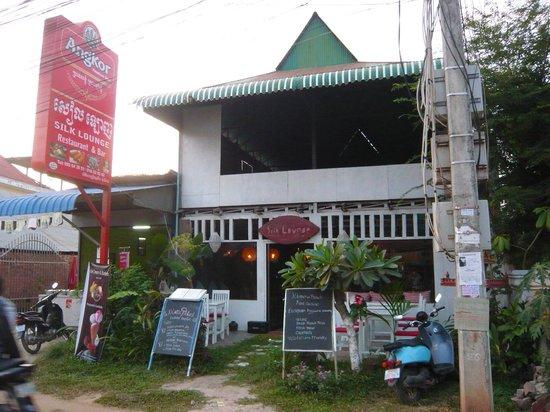 Silk Lounge: Entrance