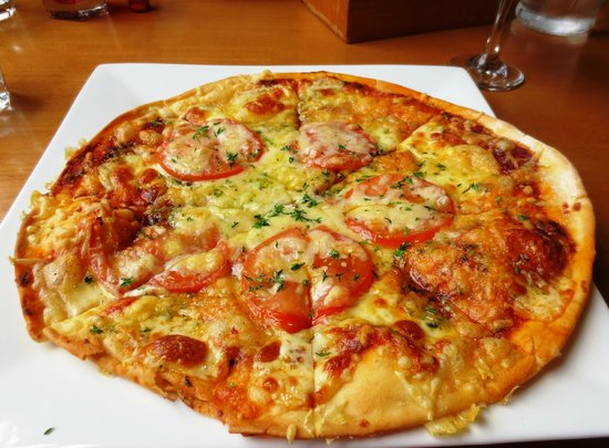 Grahamstown Bar & Diner: Mediterranean Pizza