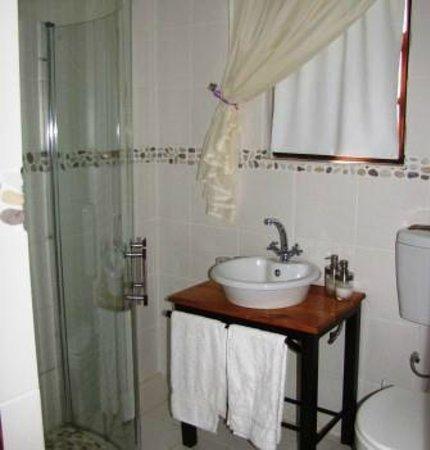 Gal-Gihon: En-suite bathroom