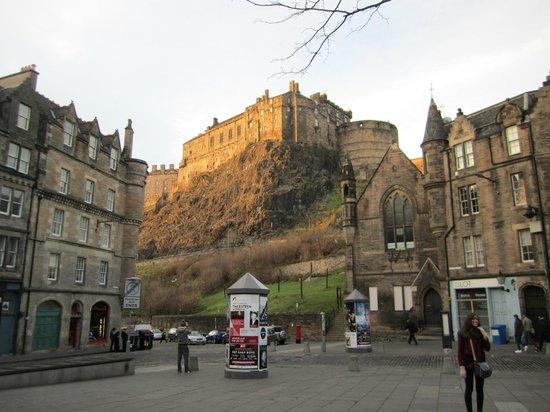 SANDEMANs NEW Europe - Edinburgh: View of Edinburgh Castle from the Grassmarket - midway stop on the tour