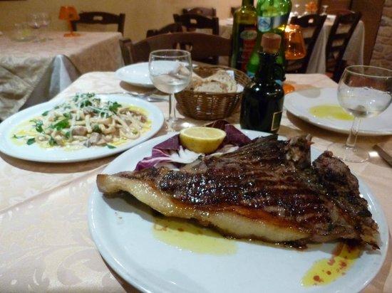 Il Ritrovo Sorrento: Bistecca in the foreground