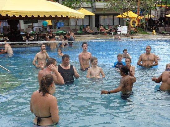 Bali Dynasty Resort : water volleyball