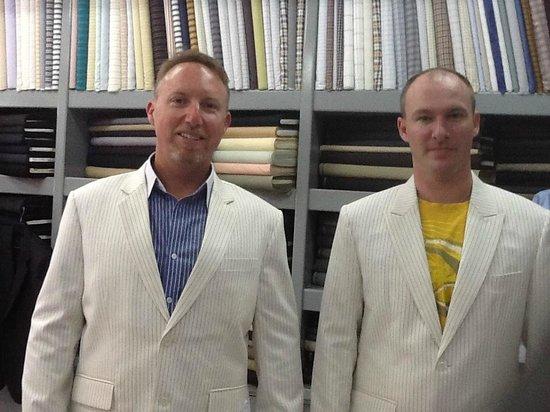 เมืองเชียงใหม่, ไทย: white cashmere suit