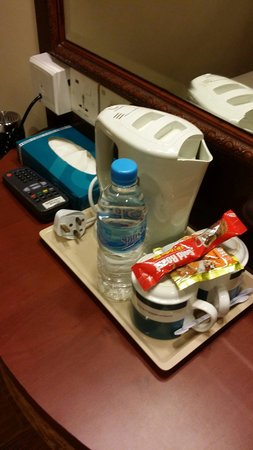 Hotel 81 - Cherry: Kettle jug with complimentary coffee and tea packet