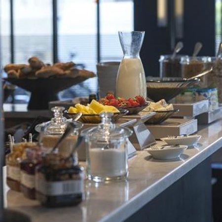 Hotel De Nell: Breakfast