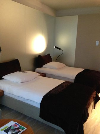 Radisson Blu Hotel Cologne: twin beds comfy