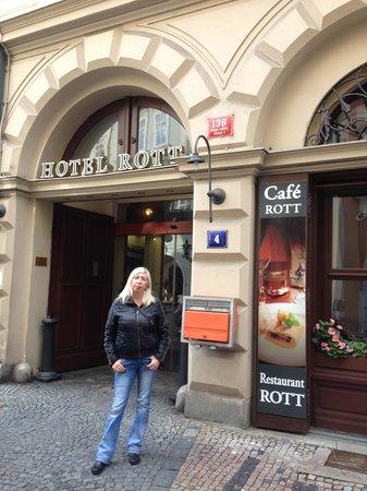 Rott Hotel: вход
