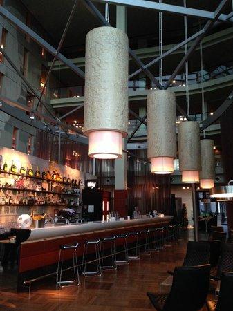 Radisson Blu Hotel Cologne: Bar in reception