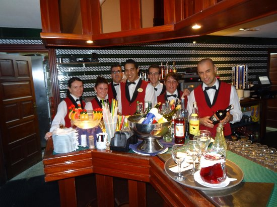 VIK Hotel San Antonio: The wonderful staff in the cocktail bar