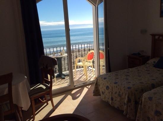 Apartamentos Plazamar: Greit og ryddig rom med god utsikt mot havet:-)