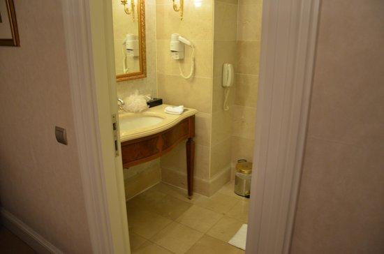 Palazzo Donizetti Hotel: Bathroom