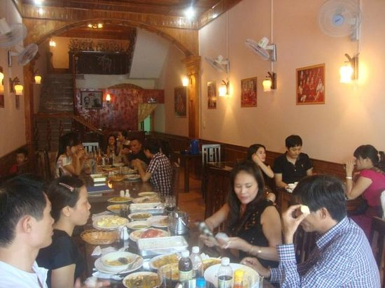 Newdelhi Indian Food Haiphong: vn Group enjoying indian meal