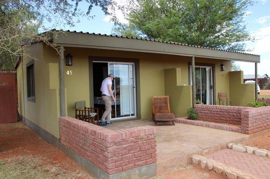 Kalahari Anib Lodge: Zugang über Terrasse
