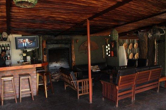 Kalahari Anib Lodge: Bar am Haupthaus