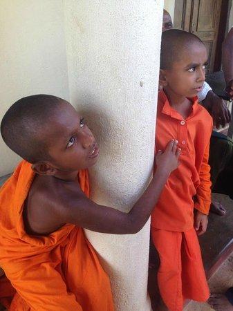 Templeberg Villa: Young monks at Island Temple, Matara