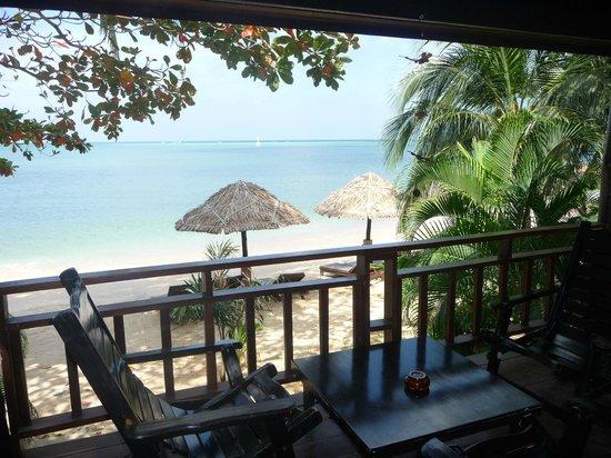 Loyfa Natural Resort : Villa bord de mer