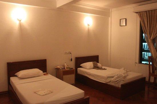 Hotel Mandalay: RAUCHER Zimmer !