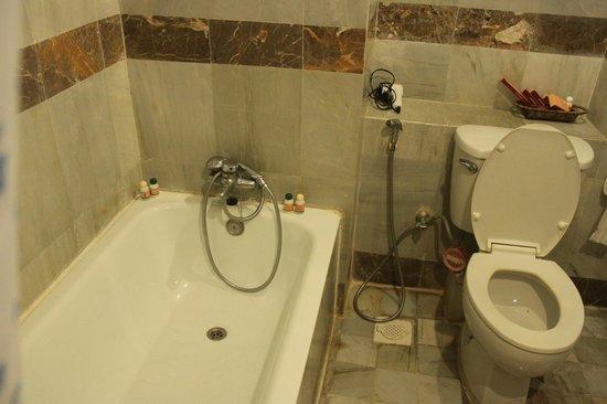 Hotel Mandalay: Bad & WC