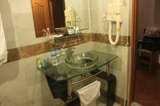 Hotel Mandalay: Bad
