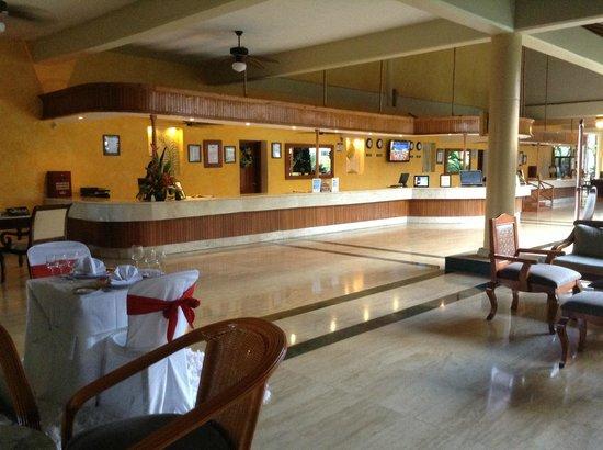 Grand Palladium Palace Resort Spa & Casino : Lobby de l'hôtel