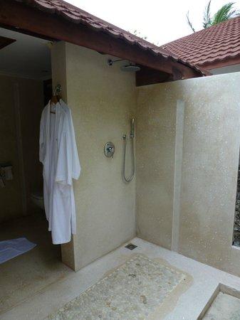 Diamonds Thudufushi: The Outdoor Shower