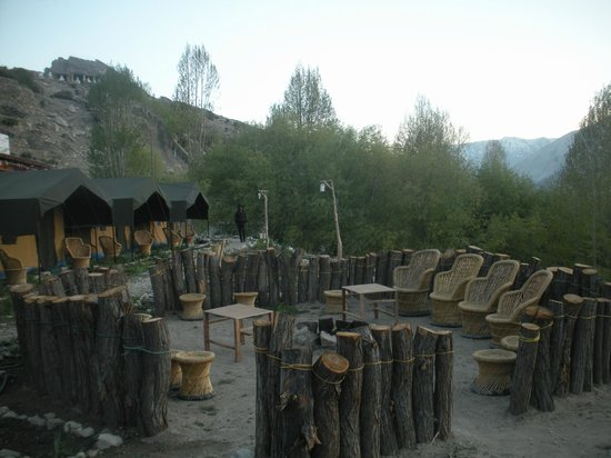 Knaygoh Kinner Camps: Tents with bonfire place