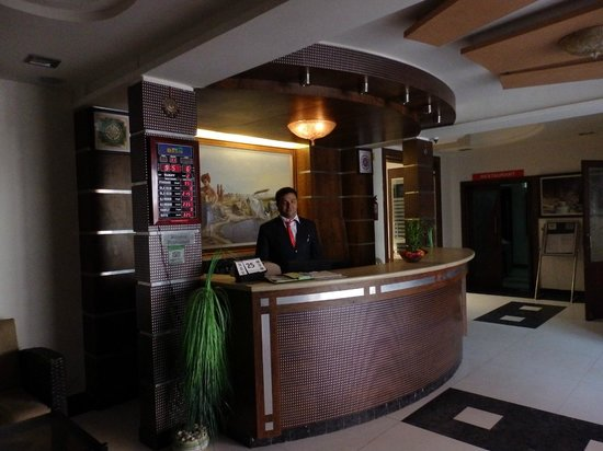 Hotel Oasis : The front desk.