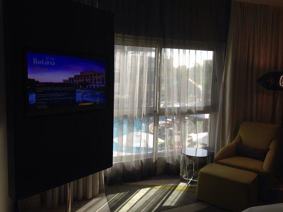 Al Ain Rotana Hotel: Room