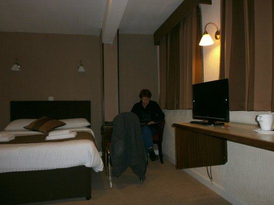 The Cedars Hotel & Restaurant: Our room viewd from the bathroom
