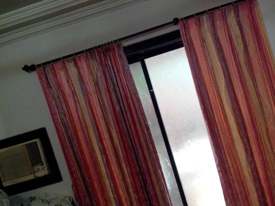 Sayeban Hotel: windows